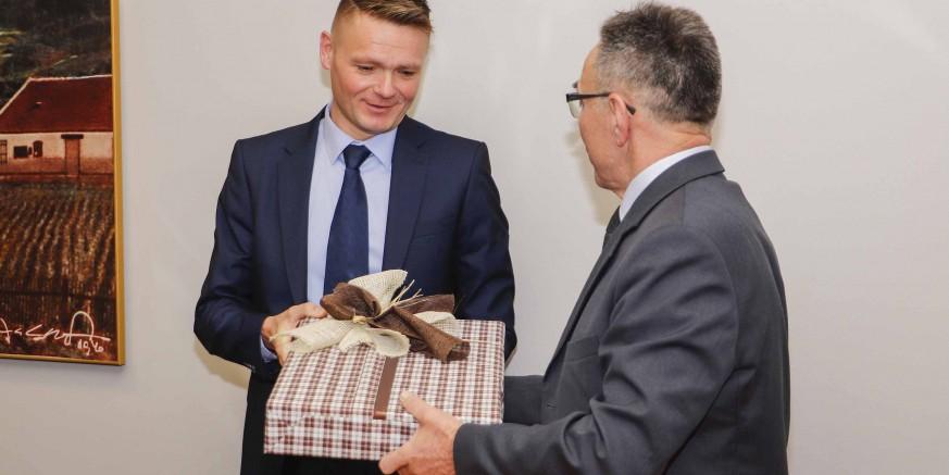 Gradonačelnik M. Batinić priredio prijam za Nikolu Jelića, najboljeg svjetskog suca u futsalu