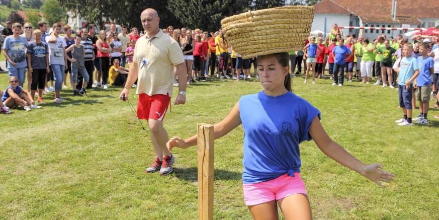 31. seoske igre starih sportova u Salinovcu
