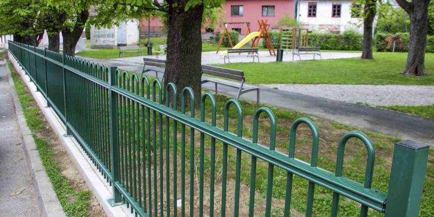 ZA VEĆU SIGURNOST Ivanečki Mali park ograđen elegantnom ogradom