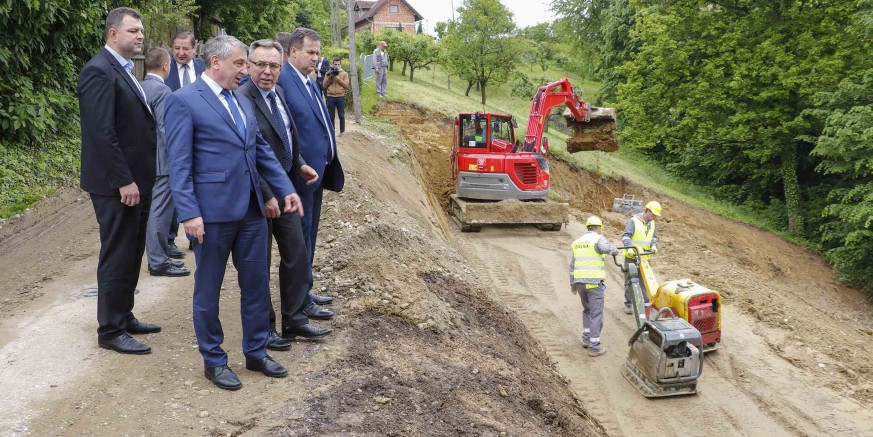 PRESS KONFERENCIJA U IVANCU Ministarstvo graditeljstva izdalo lokacijsku dozvolu za brzu cestu Varaždin-Ivanec-Lepoglava