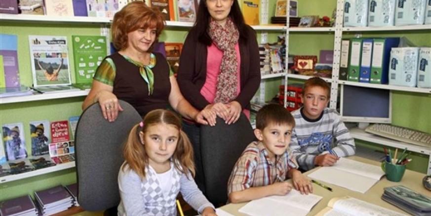 Forumu za kvalitetno udomiteljstvo djece 140.000 kuna donacije DM-a za više od 560 udomljene djece i mladih