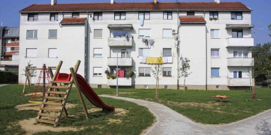 Pripreme za postavljanje novih sprava i rasvjete na dječjem igralištu u Šabanovoj ulici