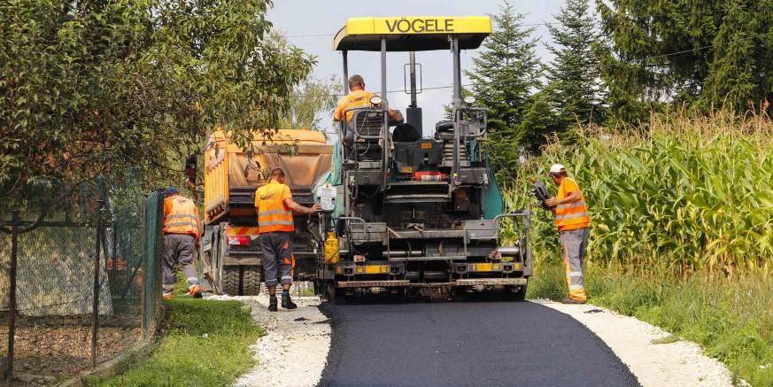 Počelo asfaltiranje nerazvrstanih cesta na području grada Ivanca iz programa za 2019. vrijednog 3,3 mil. kn