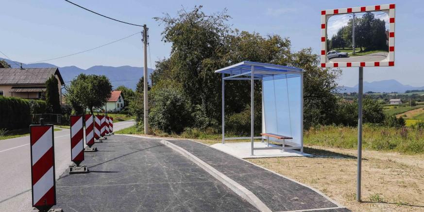 RIBIĆ BREG I LOVREČAN Izgrađeno autobusno stajalište, postavljena nadstrešnica