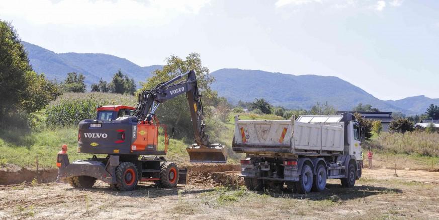 Počeli radovi na gradnji kombiniranog sportskog igrališta na budućem SRC-u Lančić-Knapić vrijedni 308.000 kn