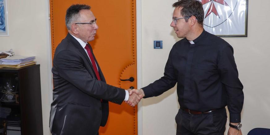 Gradonačelnik Milorad Batinić zaželio dobrodošlicu u Ivanec novom župniku vlč. Kristijanu Stojku
