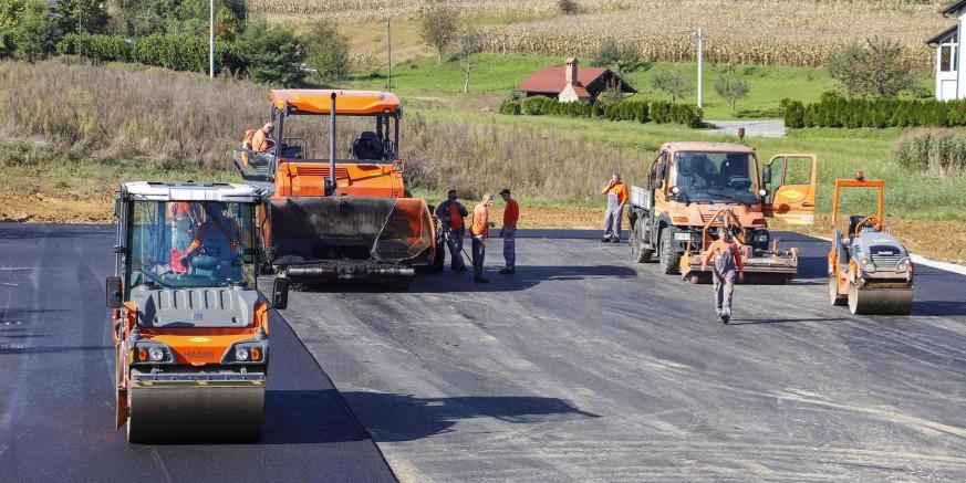 Položen asfalt na veliko kombinirano igralište na budućem Rekreacijskom centru Lančić