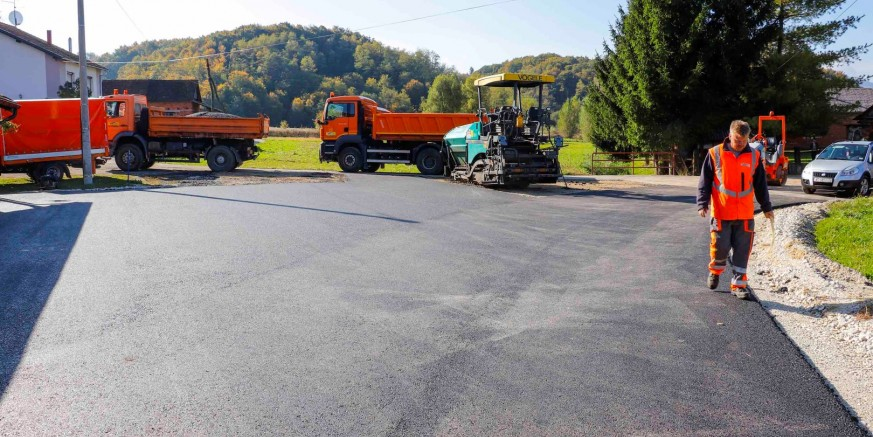 asfaltiranje1-lukavec-151019.jpg