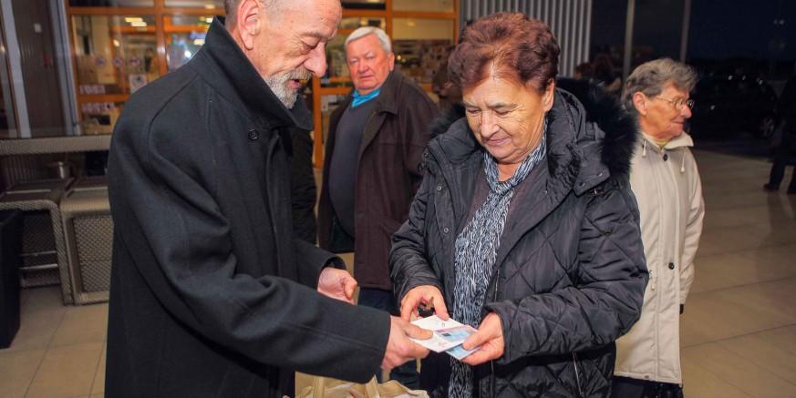 poklon2-penzioneri-101219.jpg