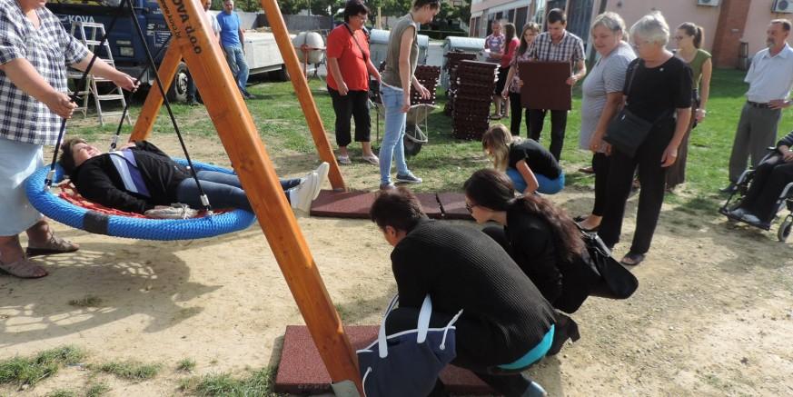 Postavljene su antitraumatske podloge na dječjem igralištu u Šabanovoj