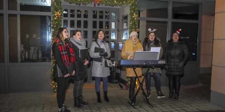 Božićnim nastupom ispred Gradske vijećnice Kaliope oduševile građane