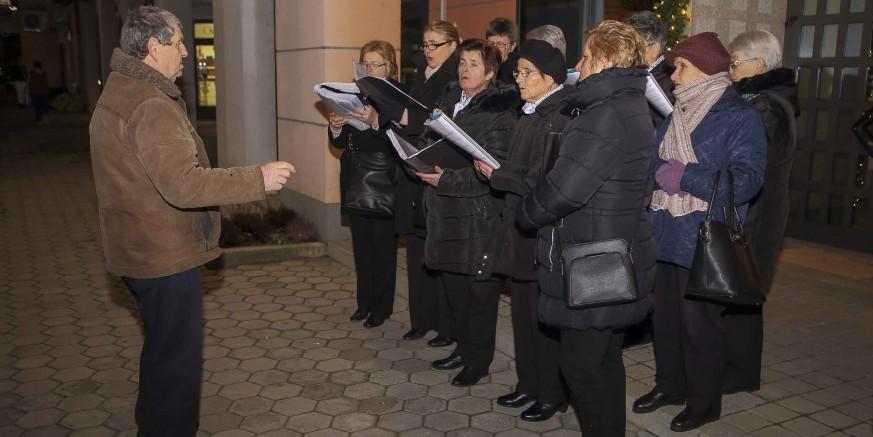 Zbor župe sv. Margarete pjevao izvorne, već gotovo zaboravljene pučke božićne pjesme