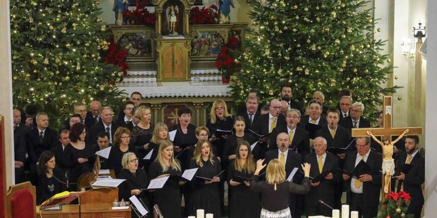 Ivanečki zborovi i solisti te njihovi gosti oduševili koncertom u crkvi sv. Marije Magdalene