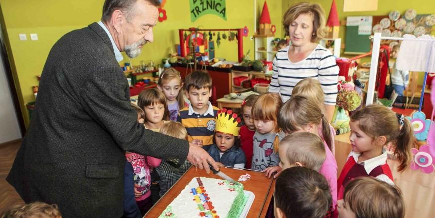 Torta za mališane dječjih vrtića u Ivancu i Radovanu u povodu Međunarodnog dana djeteta i Dječjeg tjedna
