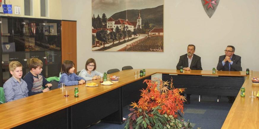 Prijem u Gradskoj vijećnici: Učenicima OŠ Ivanec potpora gradskog vodstva za uređenje prostorije za učenike s posebnim potrebama
