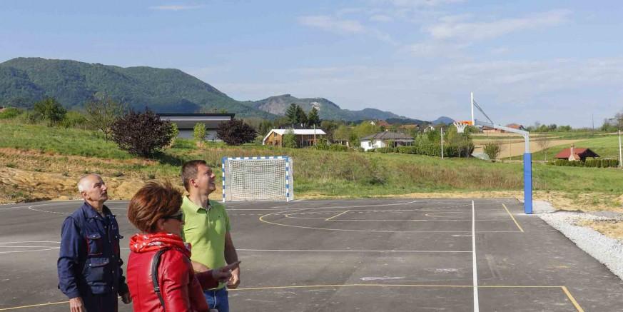 REKREACIJSKI CENTAR LANČIĆ Postavljeni koševi i golovi za rukomet i mali nogomet