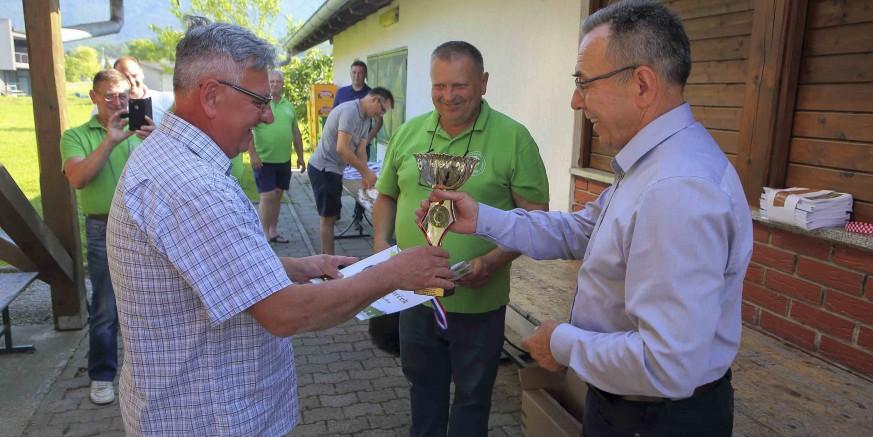 21. IZLOŽBA VINA UDRUGE PEHARČEK Zlatni pehar vlasniku šampionskog vina Berislavu Gečeku
