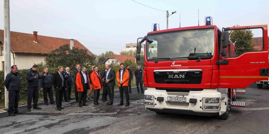 Odlukom Ministarstva gospodarstva, Gradu Ivancu i DVD-u Ivanec novo vatrogasno vozilo