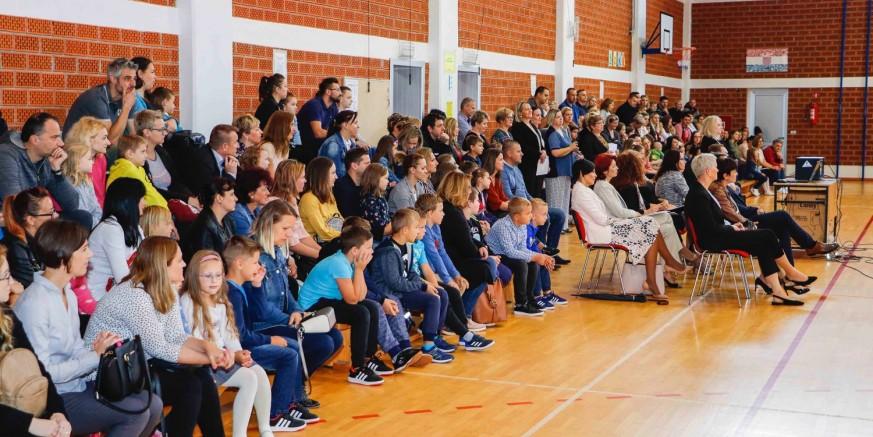 GRAD IVANEC 700 kuna potpore stiže na tekuće račune roditelja 108 ivanečkih prvašića