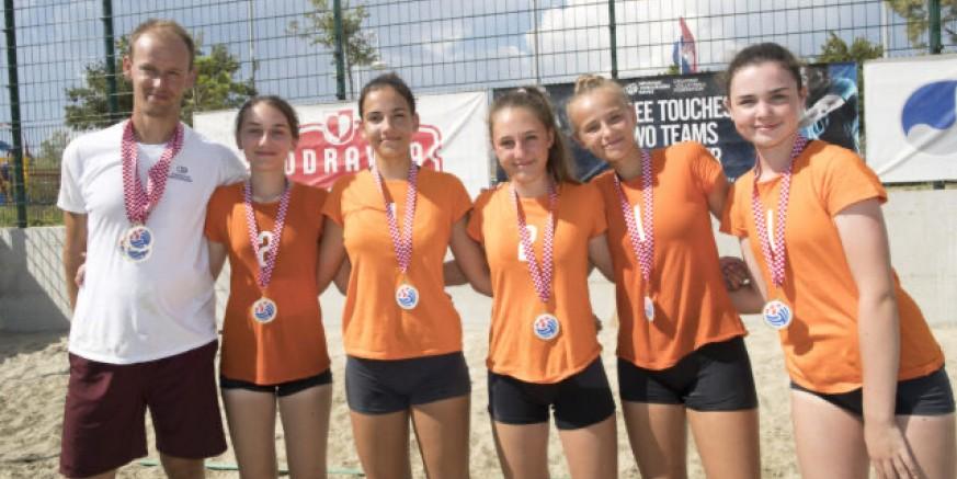 Ekipa ŽOK-a 2007. god. osvojila kadetsko prvenstvo Hrvatske u odbojci na pijesku
