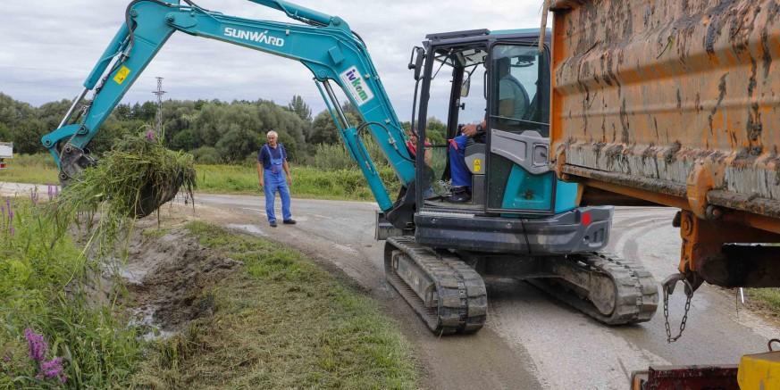 NA ŠIREM PODRUČJU GRADA IVANCA  200.000 kuna u uređenje kanala i oborinske odvodnje