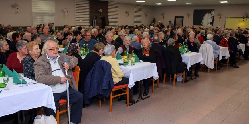 GRAD IVANEC Na adrese 1005 naših najstarijih sugrađana stižu božićni poklon bonovi u vrijednosti 180 kuna