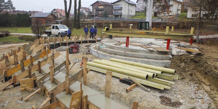 IVANEČKI PARK  Naziru se konture novog paviljona, ovaj tjedan stiže LED rasvjeta