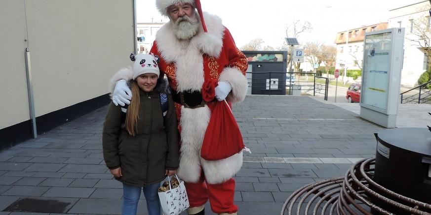 Djed Mraz stigao u Ivanec, dočekao ga prepun sandučić dječjih pisama!