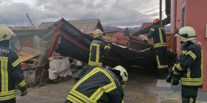 VATROGASCI NA TERENU Uklanjaju se štete na starijim objektima širom grada Ivanca