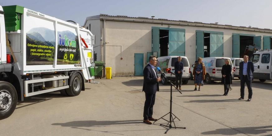 IZ EU FONDOVA  Ivkomu d.d. isporučeno prvo od dvaju komunalnih vozila vrijednih 2,3 milijuna kuna