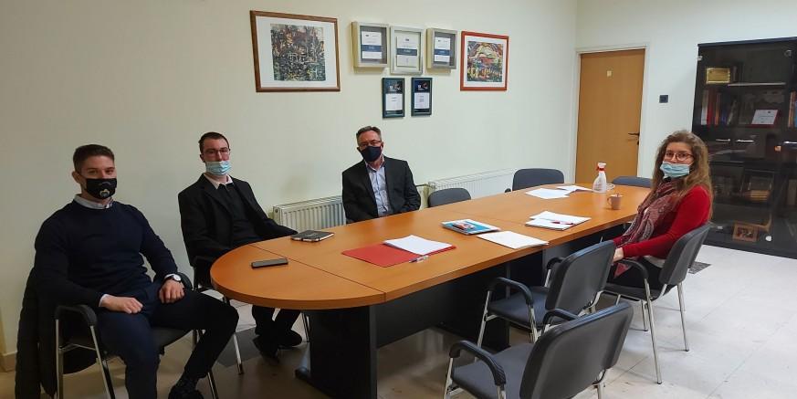 KAKO POMOĆI MLADIMA U KORONA KRIZI Gradonačelnik M. Batinić na sastanku s predstavnicima županijskog Savjeta mladih