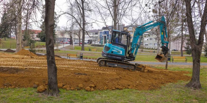 IVANEČKI PARK U tijeku poravnavanje terena, gradnja nasipa za klizalište i uređenje zelenih površina