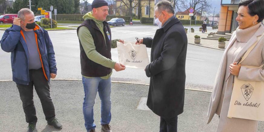 Planinarski klub Ivanec akcijom na gradskoj špici obilježio Svjetski dan voda, 22. ožujka