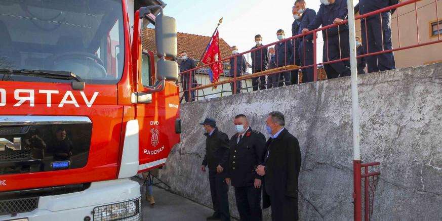 DVD-u Radovan isporučeno novo navalno vatrogasno vozilo vrijedno 1,45 milijuna kuna