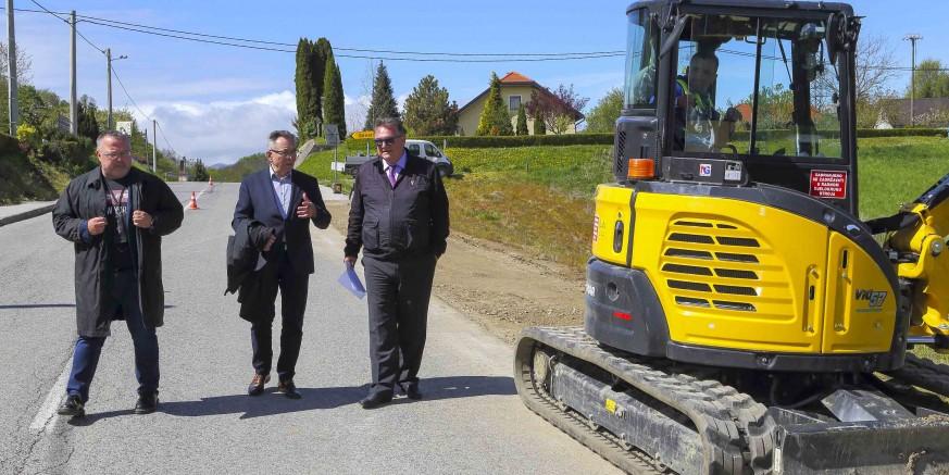 GRAD IVANEC I ŽUC Počeli zajednički radovi na uređenju prometnica na području grada Ivanca kojima upravlja ŽUC