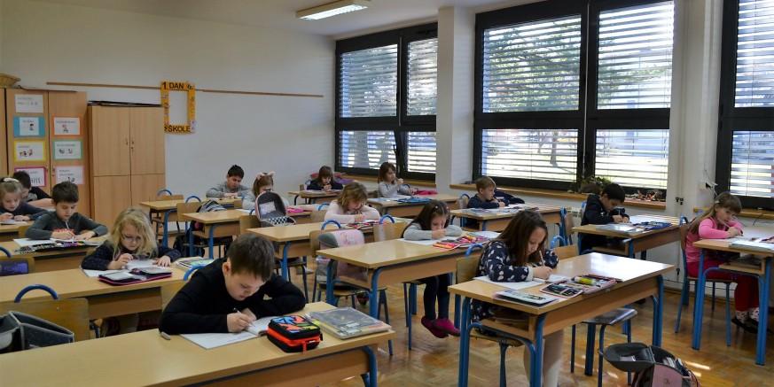 NOVA ŠK. GODINA Prvašićima 700 kn, za radne bilježnice i mape učenicima od 2. do 8. razreda - 177, 311 i 431 kn