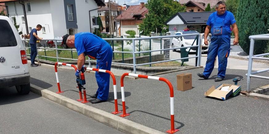 URBANO UREĐENJE IVANCA Parking stupići, sigurnosne barijere, nove klupe…