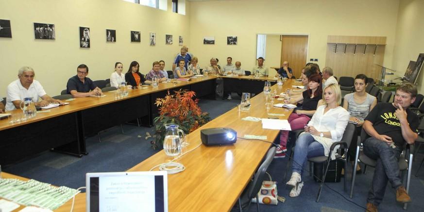 Obavijest svim udrugama grada Ivanca: Zakon nalaže - financijske planove za 2016. obavezno donijeti do 31. XII. 2015.