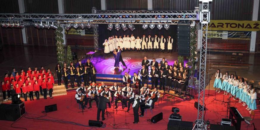 Božićnim koncertom ivanečki KUD-ovi oduševili brojnu publiku
