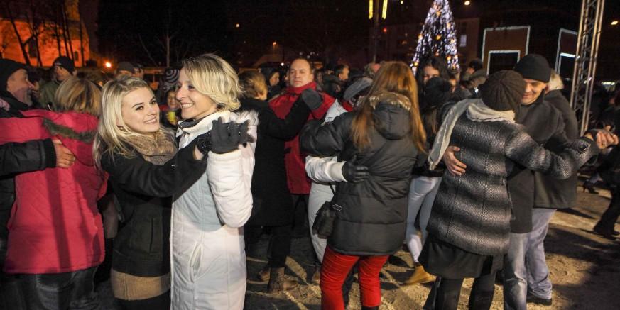 Doček Nove godine na gradskoj špici, uz glazbu Petog elementa