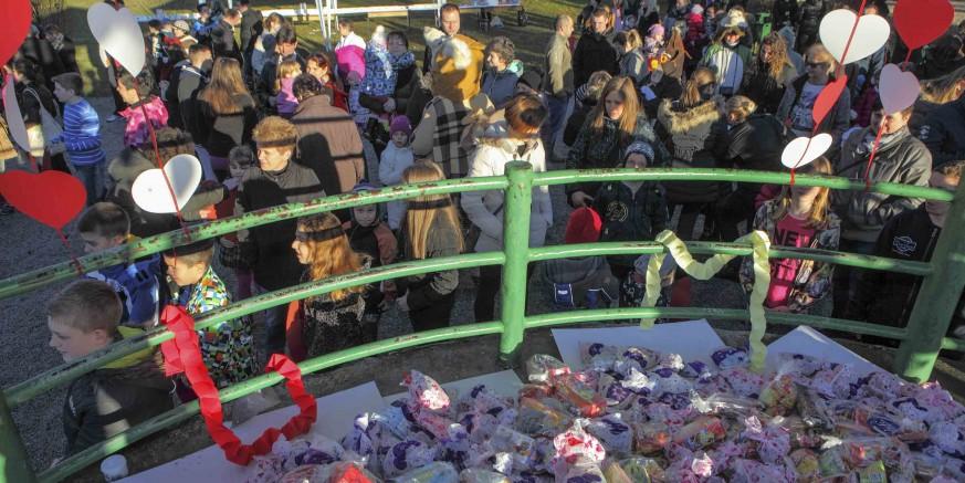 Masovan posjet djece i roditelja manifestaciji Tičeki se ženiju u ivanečkom gradskom parku