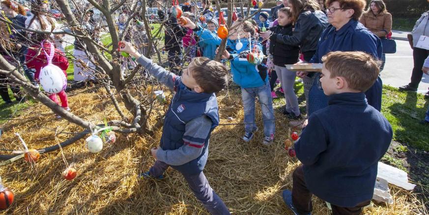 Djeca, građani i udruge pozvani da 19. ožujka u centru Ivanca pisanicama okite Ivanečko uskrsno stablo